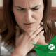 Mulher sentindo dor na garganta